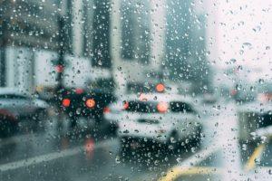 豪雨の中運転